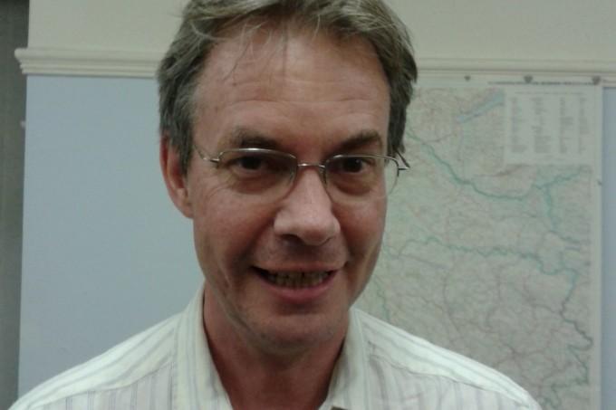 Simon Evans c